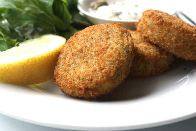 Cod fish cakes with a caper mayonnaise sprinkles and sprouts for Old fashioned cod fish cakes