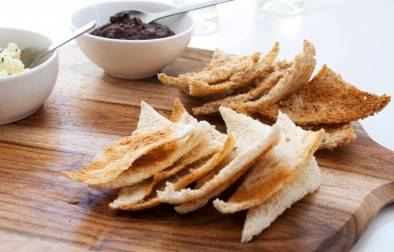 Simple Melba Toast Triangles - Ultra thin crisp bread perfect for dipping or spreading with pâté
