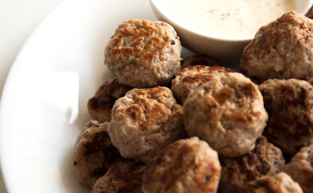 Paleo Pork Patties. Delicious & flavourful patties that mixes pork mince & a wonderful mixture of herbs to create gluten free & paleo friendly meatballs.