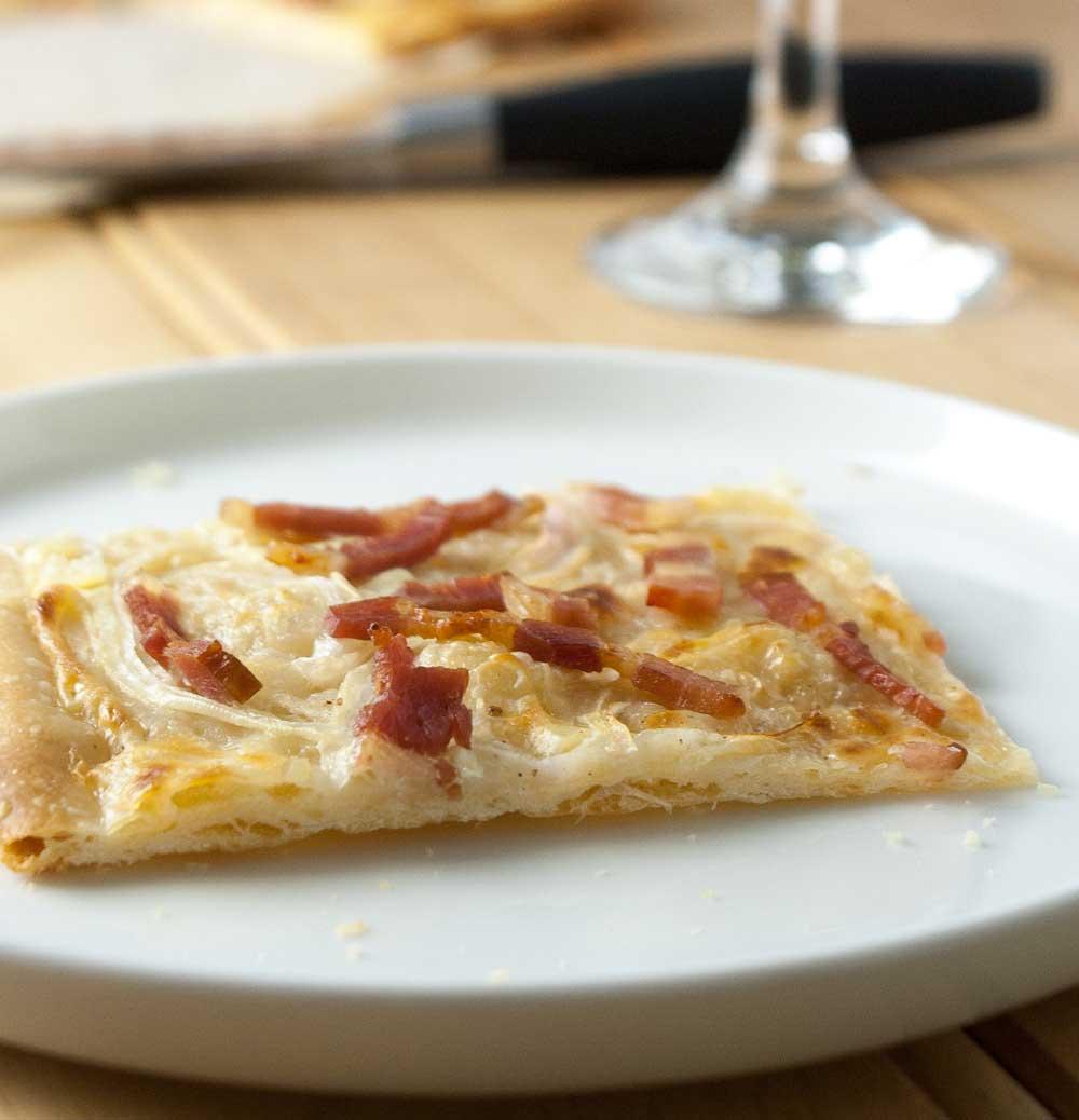 Flammekueche alsatian bacon and onion tart sprinkles for Flammekueche strasbourg