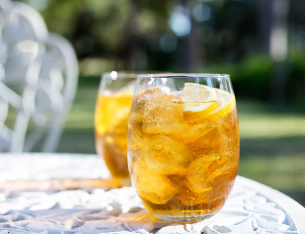 Lemon Iced Tea. The perfect afternoon drink, a great balance of tea, sugar and lemon. A refreshing and delicious classic. Perfect for drinks in the garden.