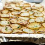 Delicious potato slices, roasted until they are golden brown and soft inside. Sprinkled with salt, pepper and fresh parsley these are the perfect side or appetiser | Sprinkles and Sprouts
