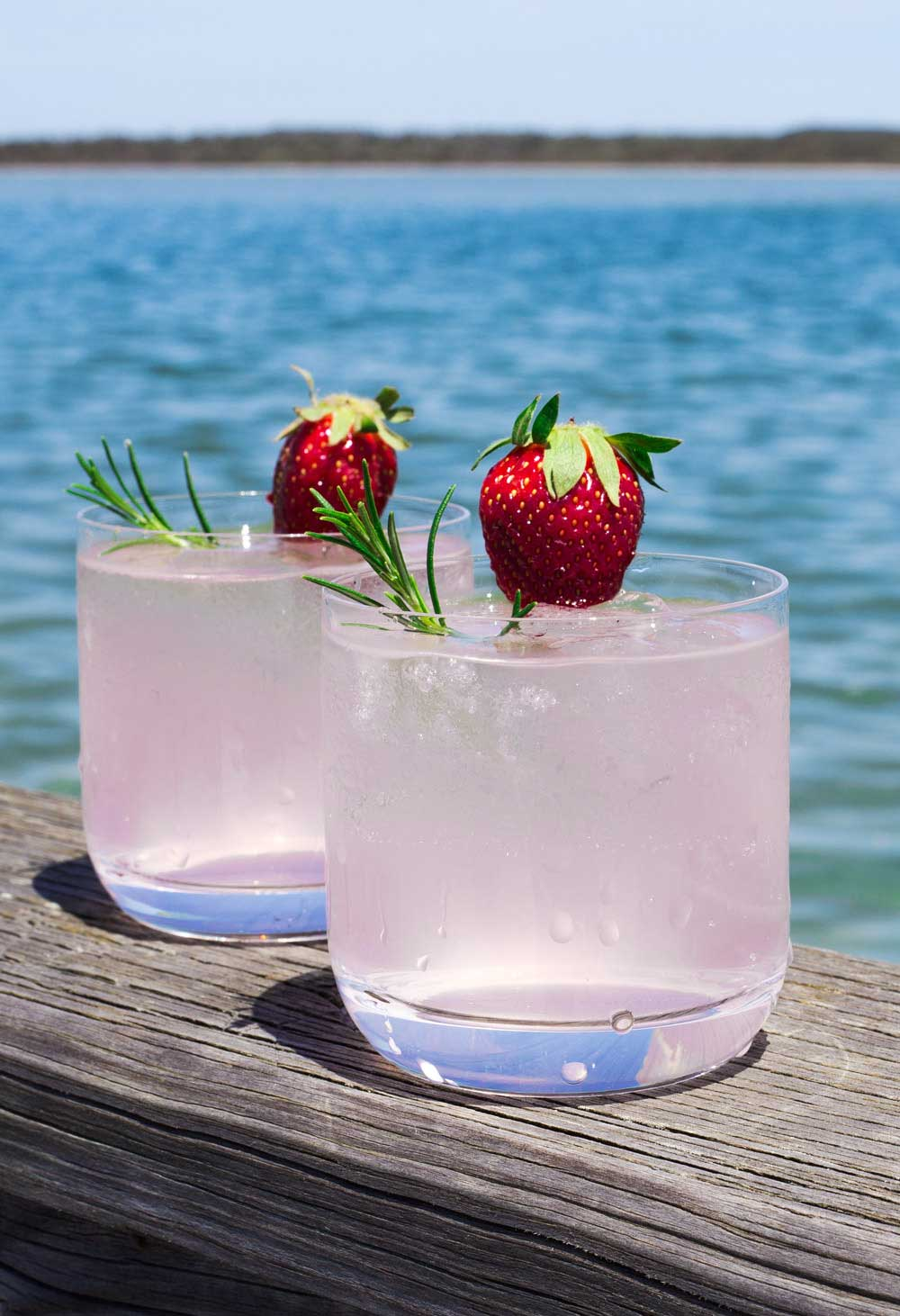 Strawberry sweetened gin, mixed with slightly sparkling moscato and a hint of rosemary. This Strawberry and Rosemary Gin Fizz was made for Friday afternoons sat in the garden, watching the sun set. Add in a bit of finger food and you have the perfect start to the weekend.