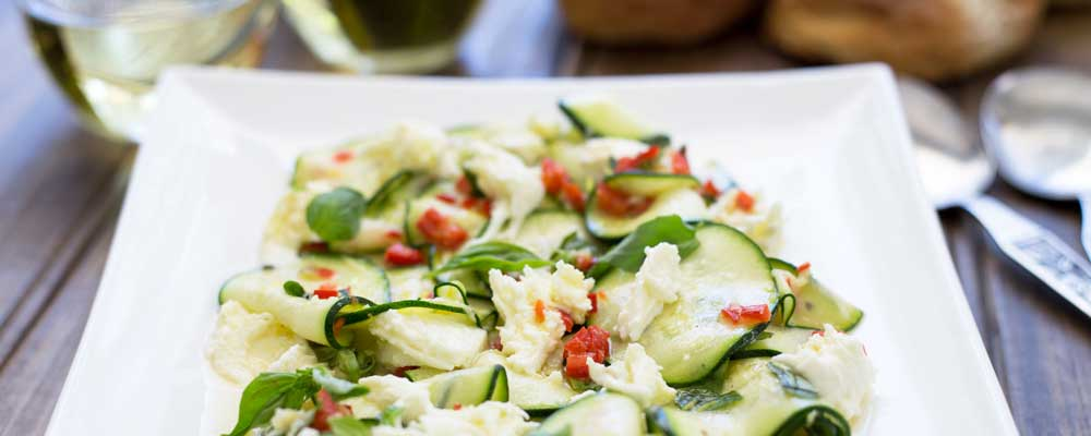 Lemony, spicy, creamy, crunchy. This Zucchini salad has it all, it is fresh and light, but served with crusty bread it is substantial enough for lunch. | Sprinkles and Sprouts