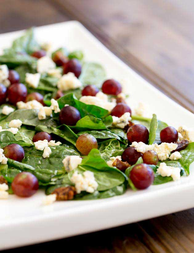 This spinach, grape and blue cheese salad is so simple and yet so delicious. The sweet sweet grapes, the salty blue cheese and the chew of a few dates. All combined with the slight irony bite of spinach. So good!!!