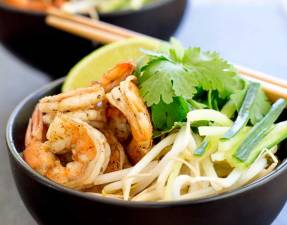 Spiced prawns, a rich spicy coconut broth, ramen noodles, fresh beansprouts and shredded cucumber. Grab some bowls, fill them and slurp up this delicious Kare Lomen. The slurping is mandatory as it makes it taste better!