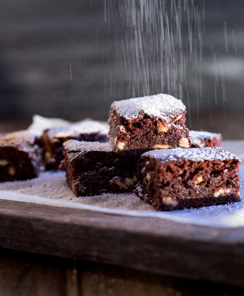 These white choc chip fudgy brownies, packed with white choc chips, they are slightly chewy, slightly gooey, massively fudgy and totally amazing!!!!!! | Sprinkles and Sprouts