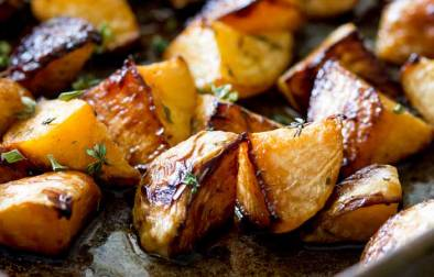 This roasted swede (roasted rutabaga) dish is a wonderful addition to your dinner table. Sweet and fragrant with an earthy note, this side dish will have guest begging for the recipe. Just be sure to cook this for long enough to get the good caramelly bits.
