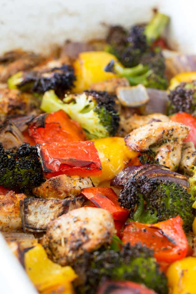 This Tray Bake Mediterranean Chicken is the perfect mid week meal, it takes very little prep and makes very little washing up! Winner winner chicken dinner! Get the recipe now! | Sprinkles and Sprouts
