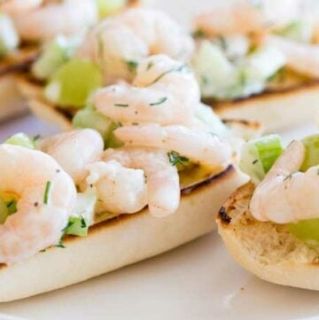 Juicy prawns with the crunch of celery and sweetness grapes all bound in a creamy dill flavoured dressing. This Open Faced Prawn Sandwich with Grape and Celery is perfect entertaining food. Simple to make and oh so dreamy delicious!