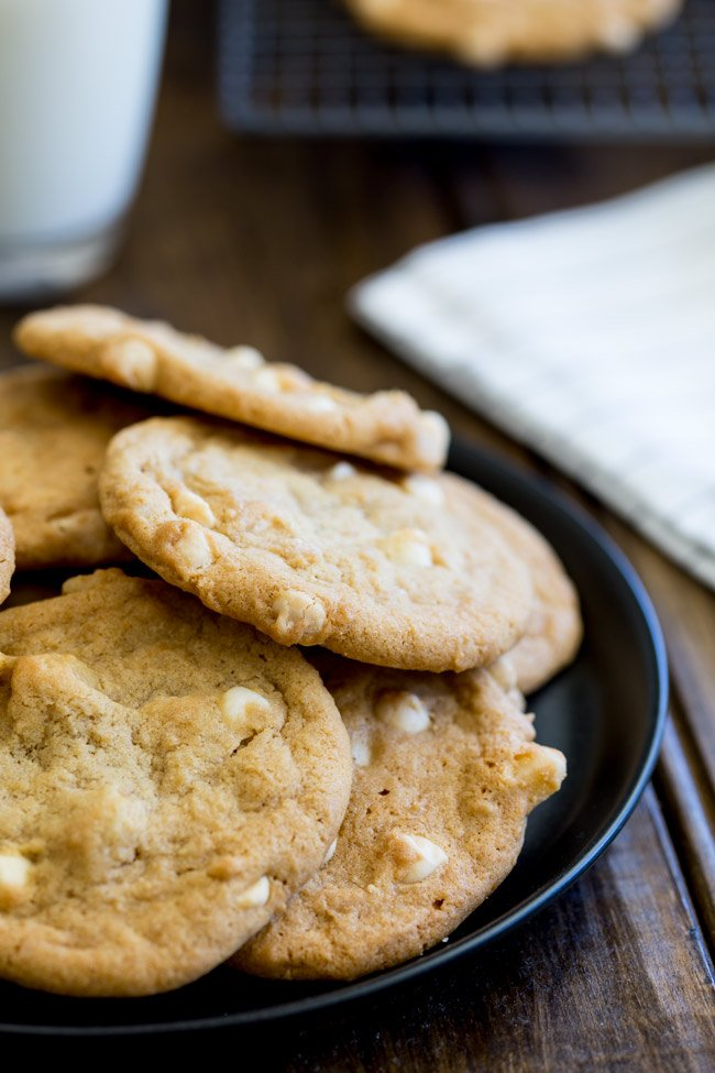 Perfect soft and chewy cookies, packed with white chocolate chips and macadamia nuts, these cookies are just like Subway cookies... but even better as you know exactly what is in them!