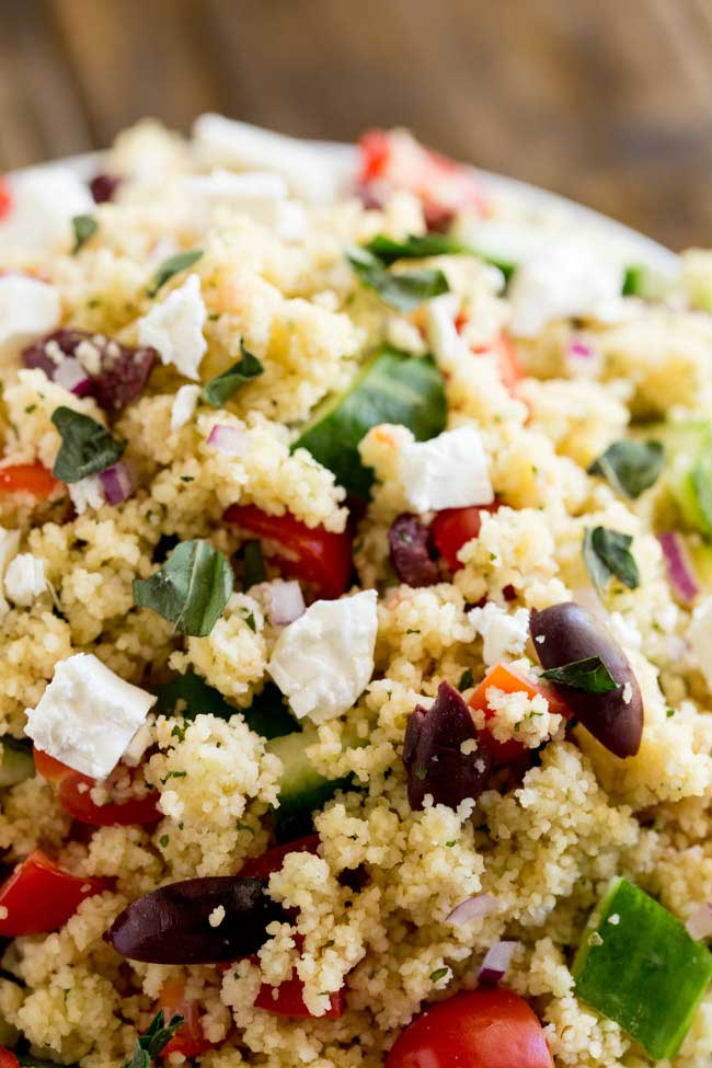 This Greek couscous salad is ready in 10 minutes!!!! And it looks and tastes amazing. Packed with the flavours of a traditional greek salad, this greek couscous could be a side dish or served on it's own for lunch. Better yet make it for dinner and pack up the leftovers in a lunchbox!!!!