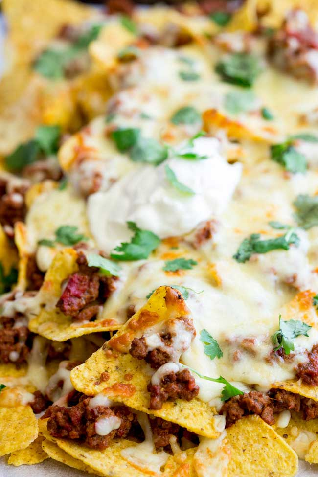 A fully loaded nacho is a wonderful thing. Crisp chips, flavour packed beef and stretchy cheese. Oh so good. But when you reach the bottom and you pick a chip with no cheese??? That is the worst! So I have a few simple steps to ensure you get the perfect combination of meat to cheese to chip!