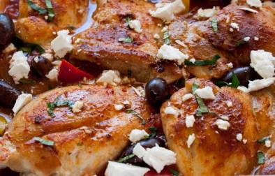 One pan Greek chicken in a rich tomato sauce packed with onion and capsicums. Baked in the oven and then topped with crumbled feta, briny olives and fresh oregano. This Greek chicken dish is perfect for feeding your family. Add some buttered couscous, maybe a green salad and some bread and you have a Greek feast!!!!