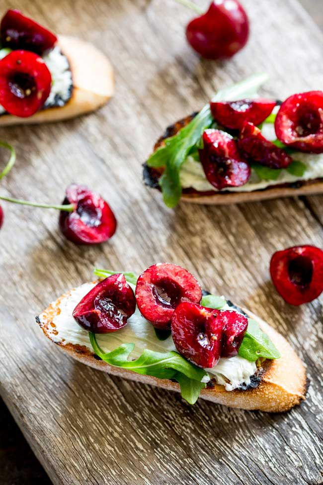 Creamy, salty blue cheese, peppery rocket and sweet juicy cherries. These Blue Cheese Bruschetta with Cherry Salsa are a delicious snack or appetiser. When cherries are at their ripest, these bruschetta are the perfect thing to make. The sweet fruity cherry is the perfect partner to the rich blue cheese. Cheese and fruit are a match made in heaven!