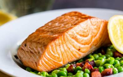 Succulent salmon with a crispy skin, sat on a bed of crushed sweet peas and spicy chorizo. This Seared Salmon with Peas and Chorizo is elegant yet simple. A perfect entree for entertaining. Recipe from Sprinkles and Sprouts   Delicious food for easy entertaining.
