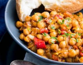 This Tomato and Chickpea Stew is low fat, gluten free and vegan. It is also packed full of fresh Italian flavors. The rich tomato, sweet onions and plenty of Italian herbs, make this stew a delicious yet simple dinner idea. Recipe by Sprinkles and Sprouts | Delicious food for easy entertaining