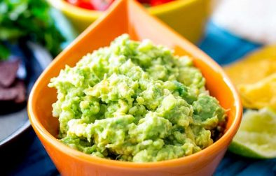 Prepare Ahead Stay Green Guacamole | Rich and creamy, with a nice bight punch of lime and the subtle hint of jalapeño and onion. With my top tips you can make this up to 3 days before you need it! ThisPrepare Ahead Stay Green Guacamole really does stay green!Recipe by Sprinkles and Sprouts | Delicious Food for Easy Entertaining #dip #avocadorecipe #cincodemayo #tacotuesday #guacamolerecipe