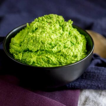 close up on the texture of the green pea mash