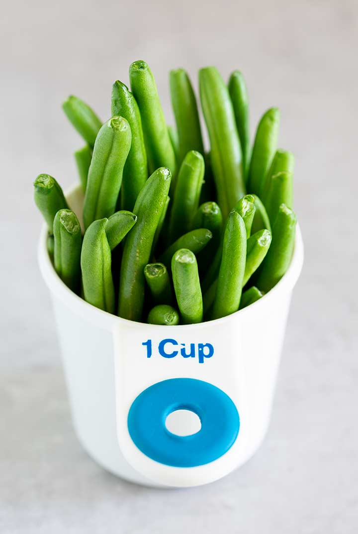 green beans in a measuring cup