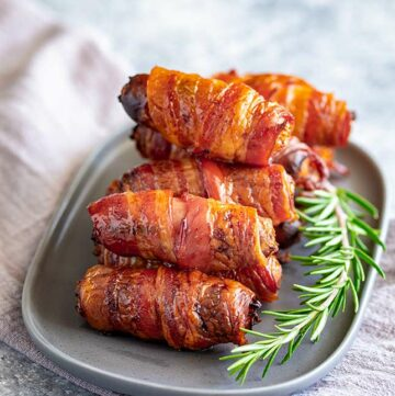 close up on crispy bacon wrapped around sausages